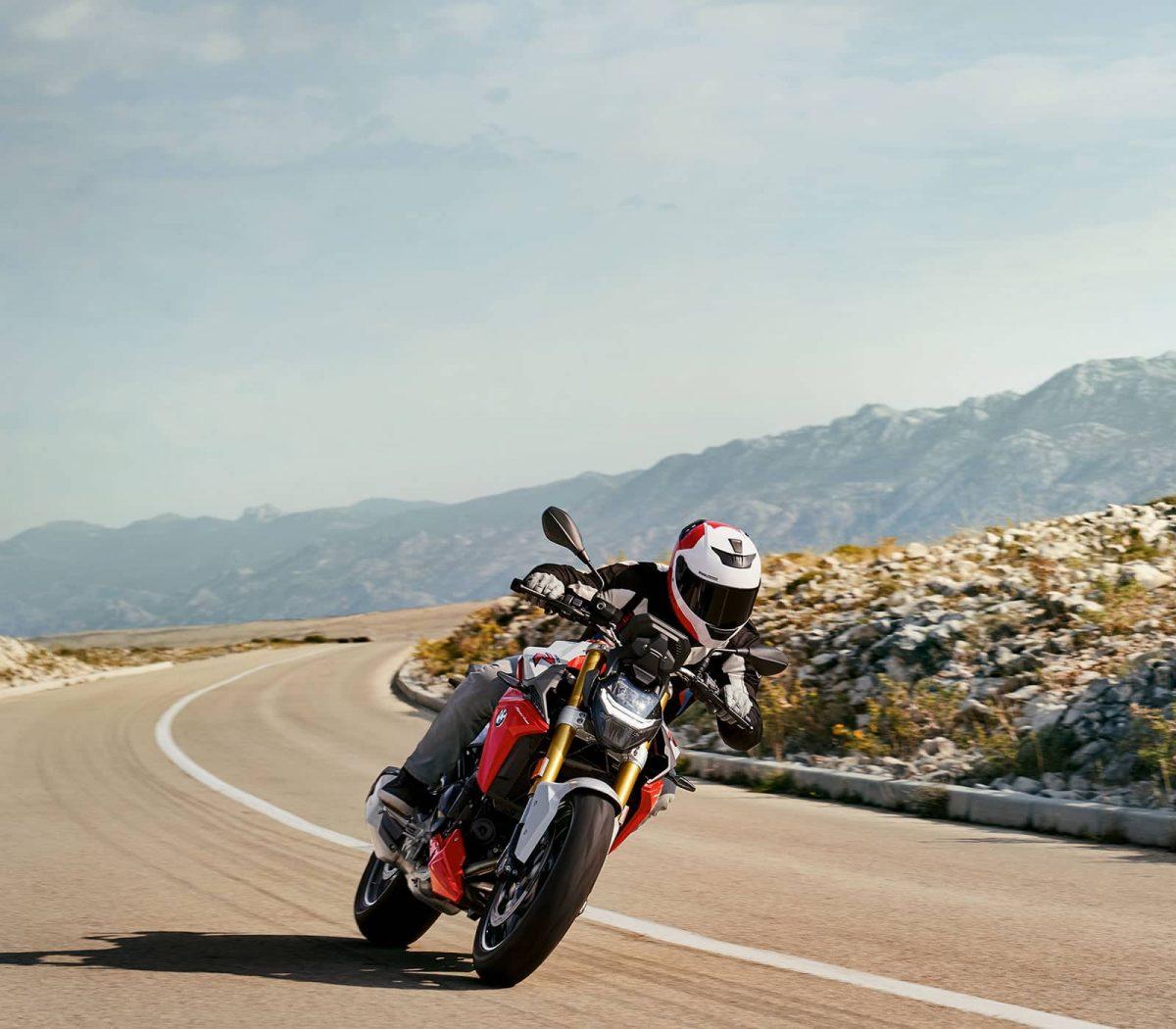 F 900 R: una moto dal design puro